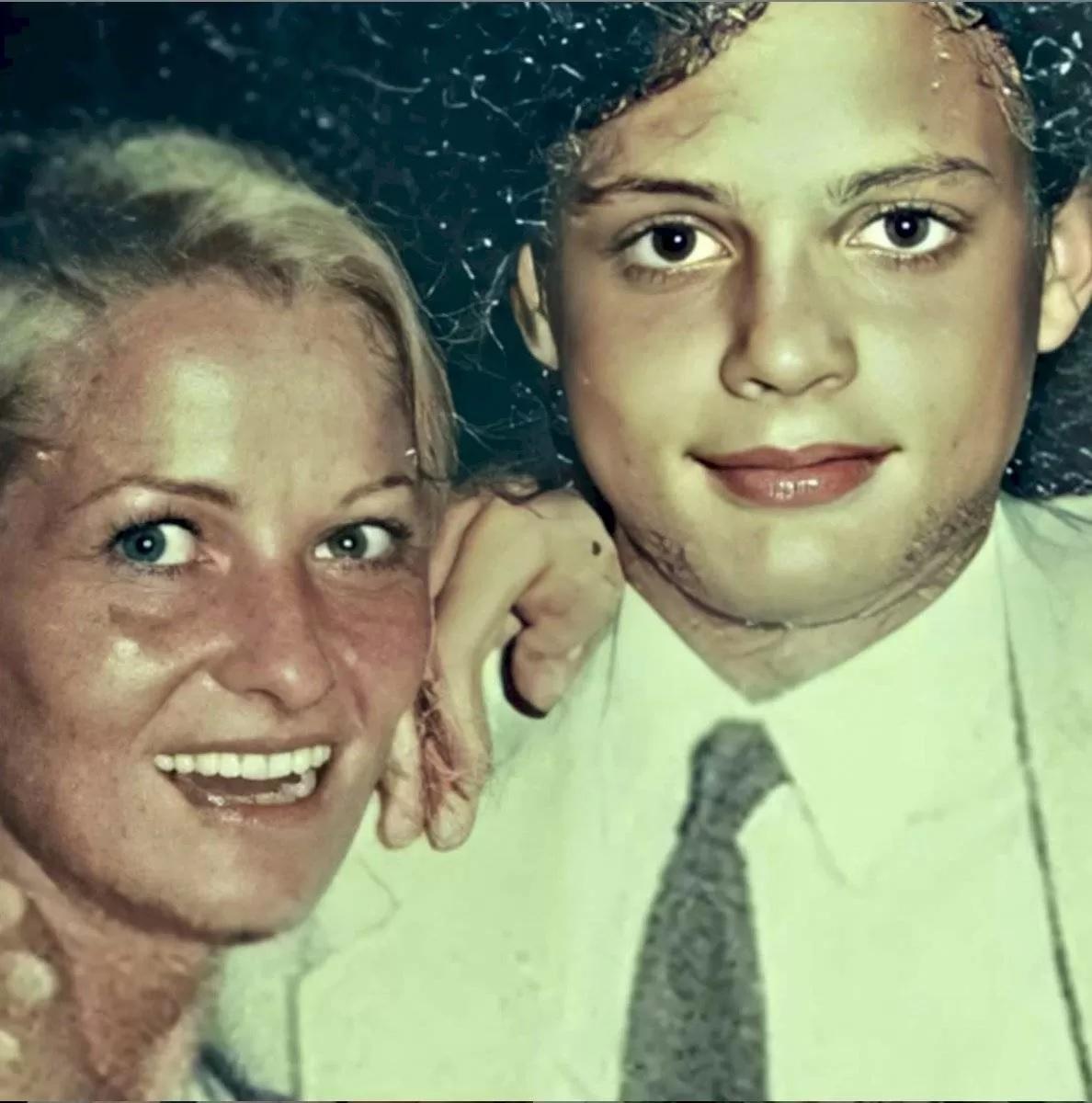 Luis Miguel de pequeño junto a su mamá desaparecida, Marcela Basteri.