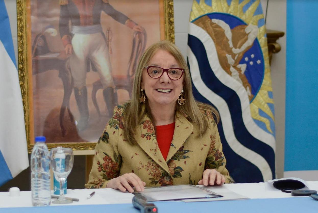 La Gobernadora en comunicación con el jefe de Gabinete de la Nación.