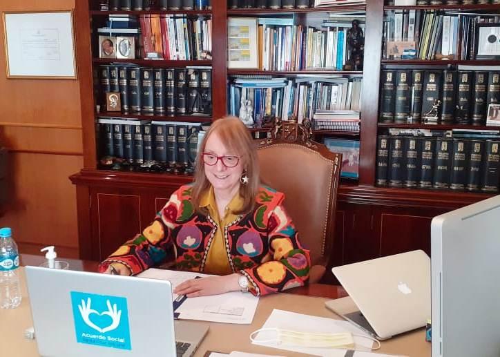 La gobernadora Alicia Kirchner participó por videollamada desde su despacho.