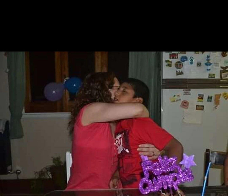 El primer abrazo de Gabriela y Francisco.