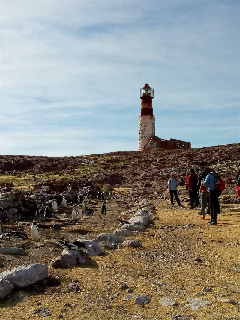 Faro en la Isla Pingüinos en Puerto Deseado.