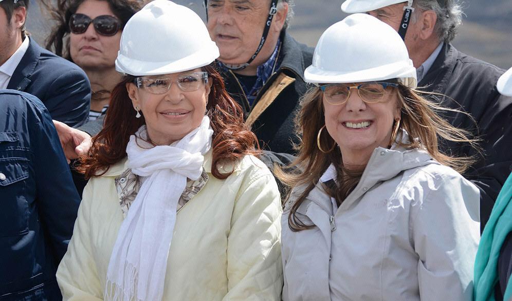 28 de enero de este año, Cristina visita un obrador de Represas. En la foto junto a Alicia Kirchner.