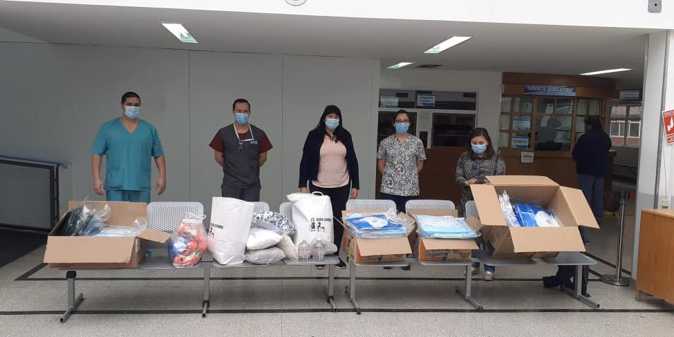 Claudia Inga y los jefes de servicio de las áreas COVID, UTI Pediátrica y Hemodiálisis recibieron los kits.