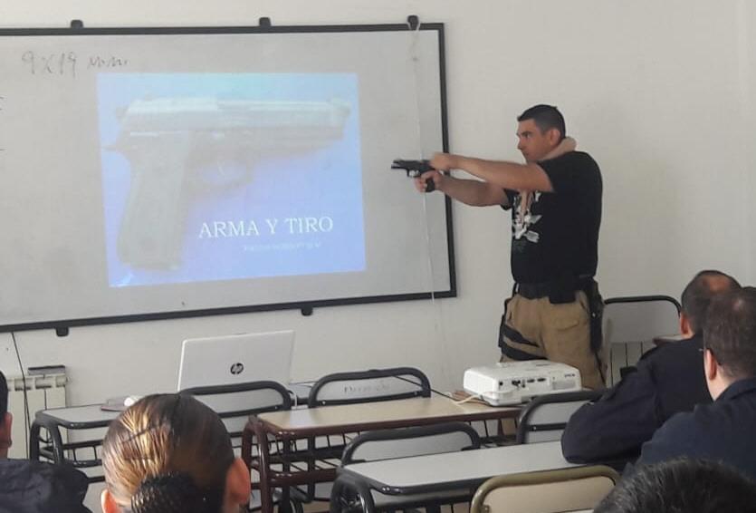 Jesús Madrid: Instructor de tiro avanzado.