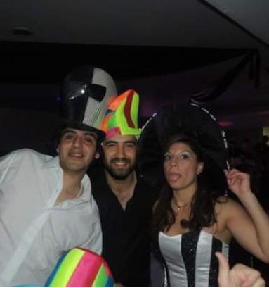 Humberto Navarro (izq.) junto a 'Nany' y su esposa.