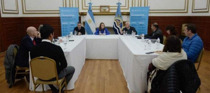 Primera reunión de gabinete luego del decreto de aislamiento. Alicia y su equipo coordinan cómo seguir.