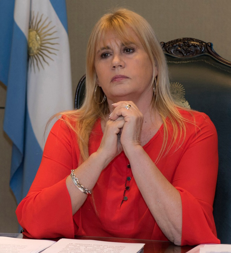 """MARCELA LOSARDO:""""Tenemos el compromiso de acompañar a las provincias""""."""
