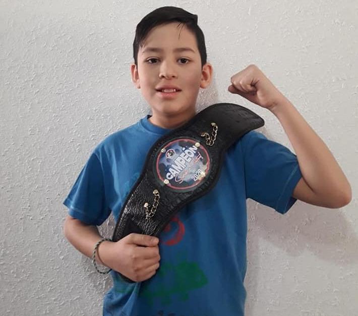 Maximiliano Guichapani: 10 años. orgulloso representante de Pico Truncado.