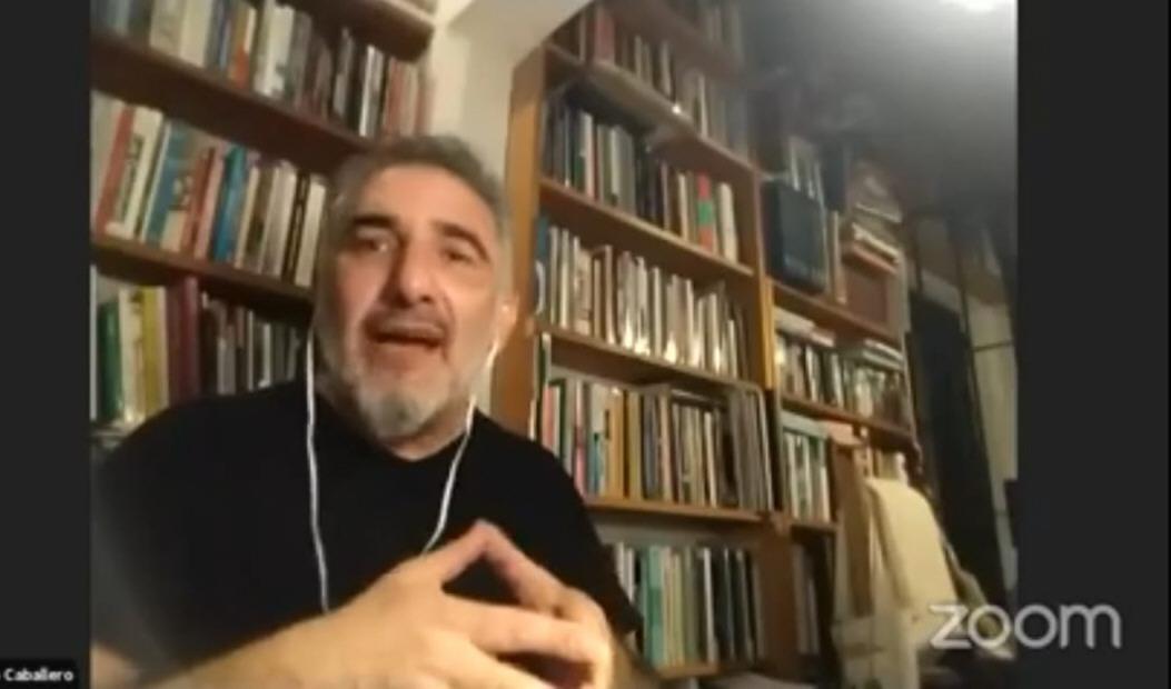 El periodista Roberto Caballero presentó el libro 'Lo mejor del amor'.