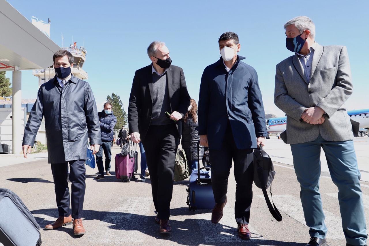 Medina y Villalba estuvieron el miércoles en Comodoro Rivadavia con el intendente Juan Pablo Luque. FOTO: TWITTER