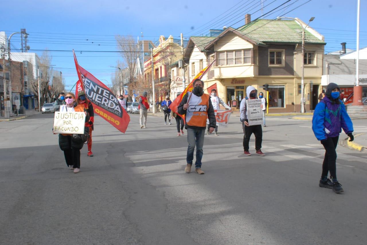 Marcha por el centro de Río Gallegos
