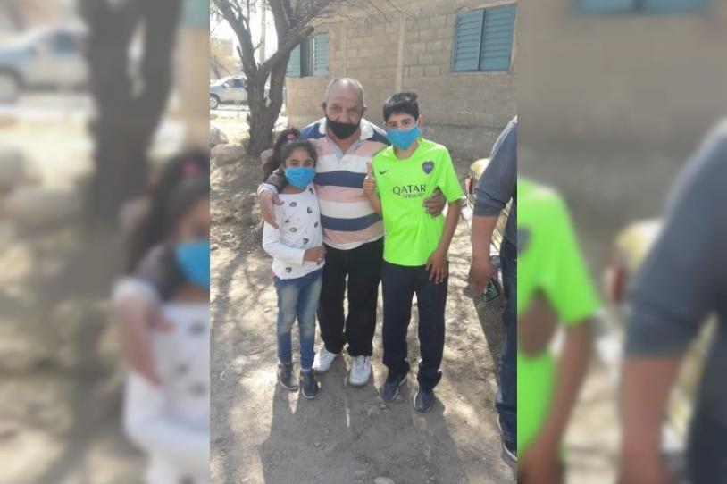 Zaira y Maximiliano encontraron a 'Potrillo'. FOTO: LABORANTI NEWS