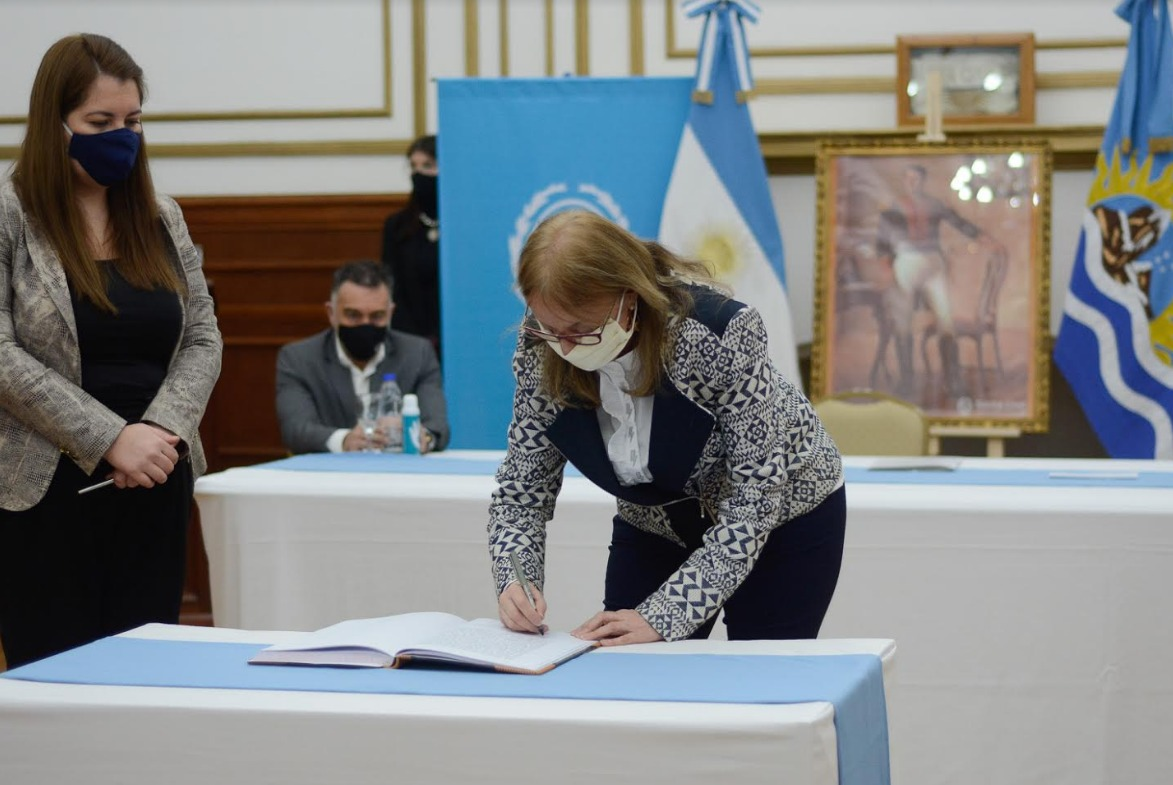 La Gobernadora puso en funciones al nuevo ministro de Salud