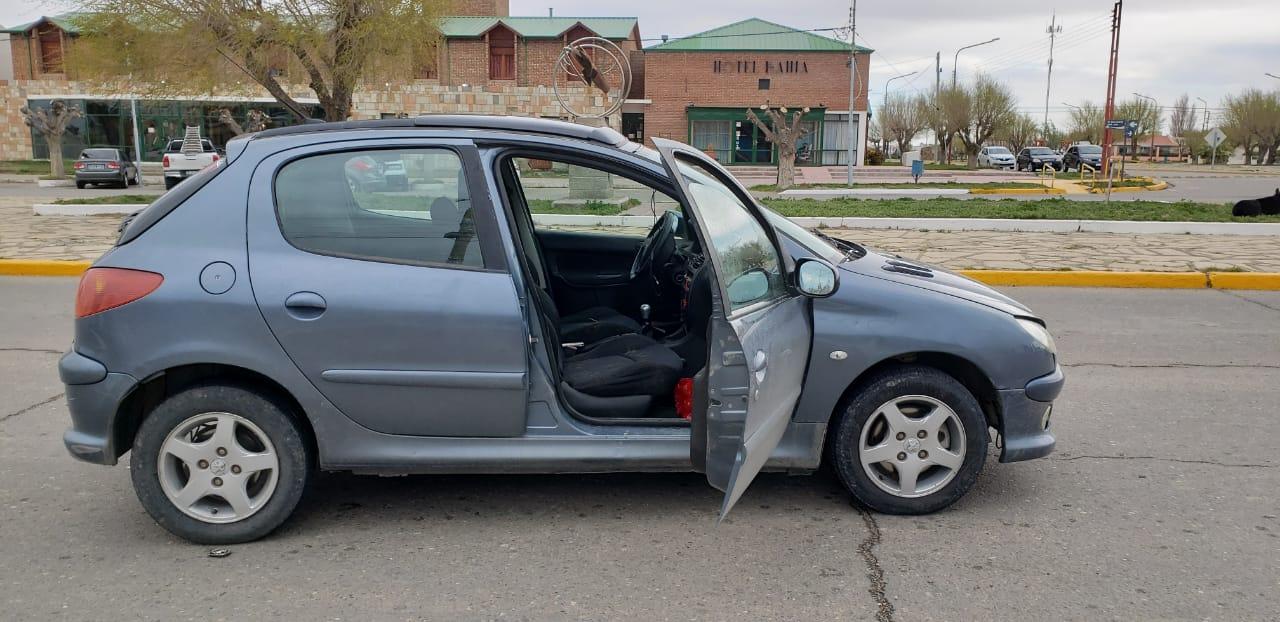 El auto donde fueron interceptados los cinco demorados.