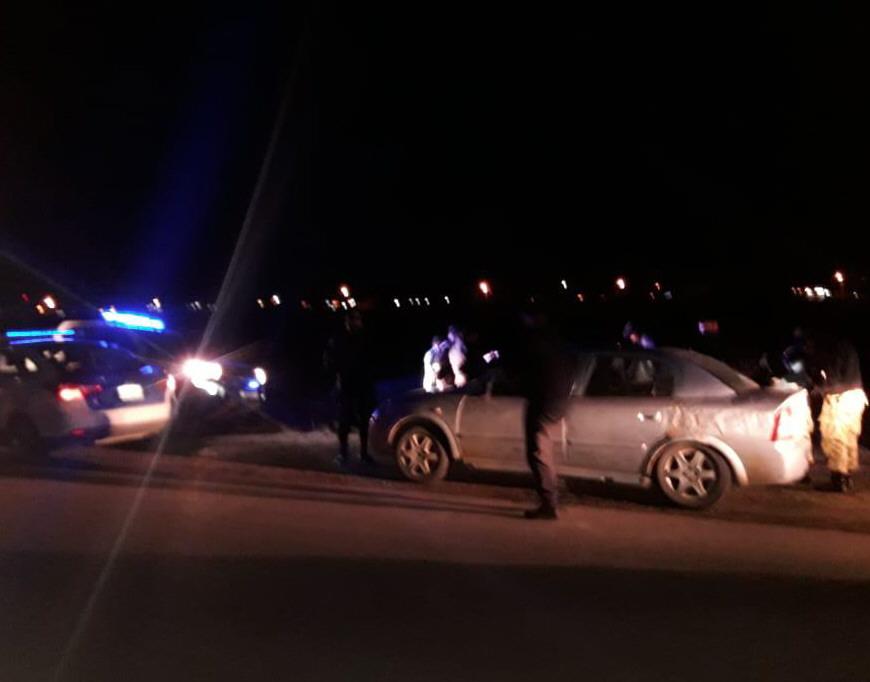 Momento de la detención y requisa vehicular. FOTO POLICÍA DE SANTA CRUZ