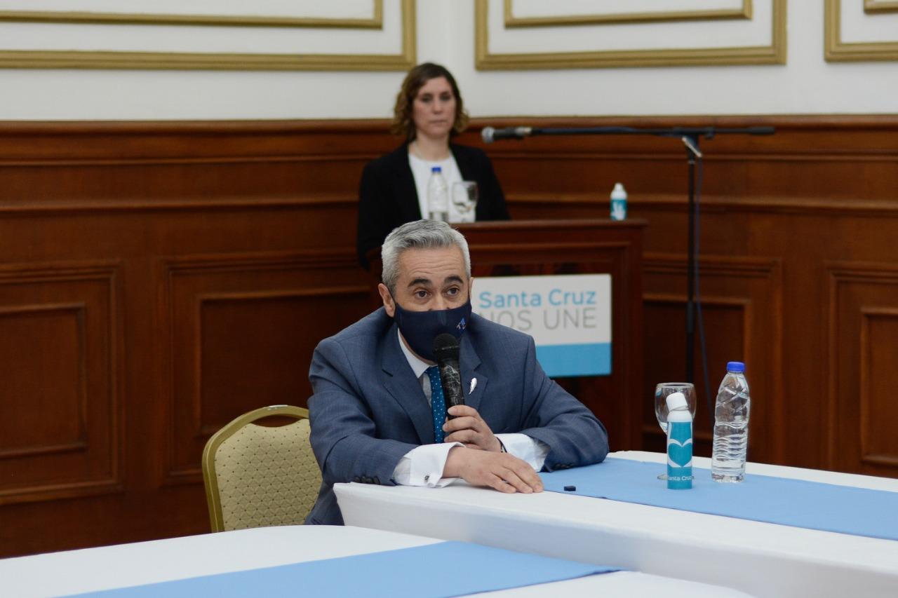 Carlos Ramos, presidente del Tribunal de Cuentas, también participó de la firma.