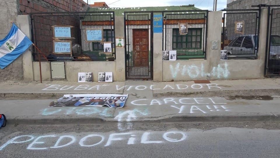 Escracharon la casa de la madre de Emilio Maldonado.