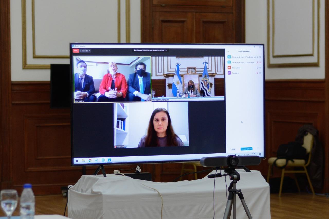 La ministra de Justicia se comunicó mediante videoconferencia