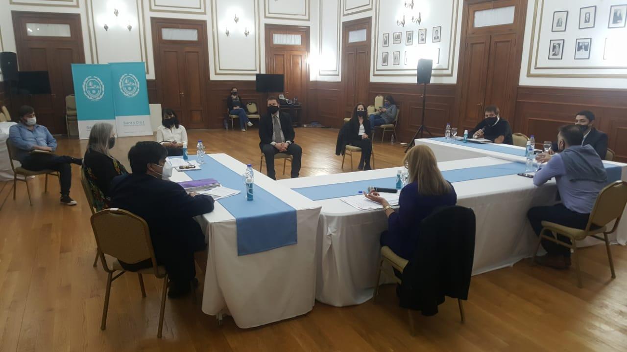 Desde las 17 horas se reunión el COE provincial de Santa Cruz, en donde participó también el concejal de Río Gallegos por el Frente de Todos, Leonardo Fuhr.