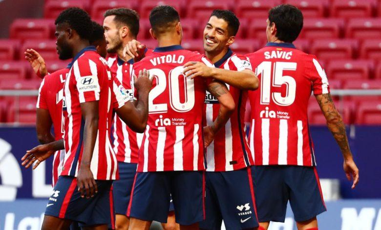 El abrazo con Vítolo luego de convertir su segundo gol.