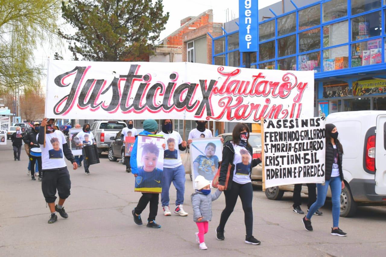 Este sábado se realizó una nueva marcha en Caleta Olivia. FOTO: DAVID CAPITANELLI