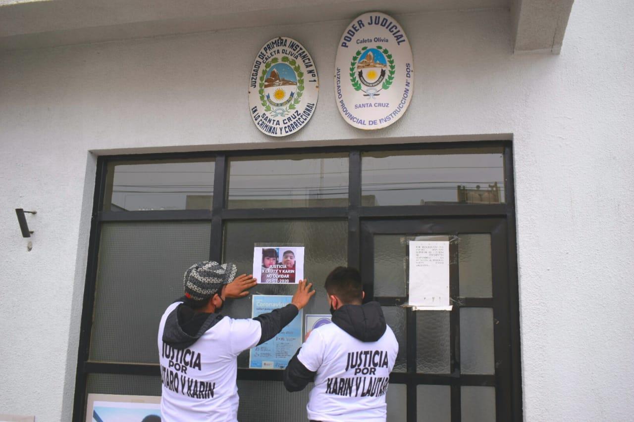 La movilización pasó por el edificio donde funciona el Juzgado de Instrucción N° 1 y N° 2. FOTO: DAVID CAPITANELLI