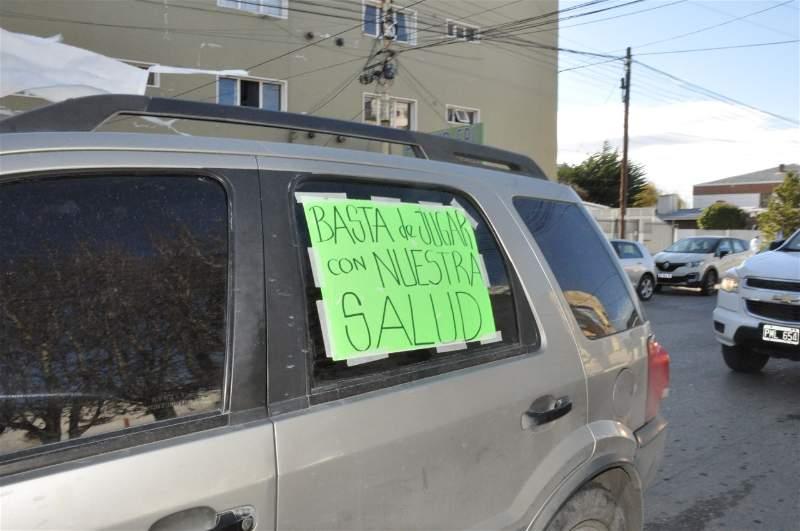 Consignas por el ibuprofeno inhalado en los coches. FOTO: MIRTA VELÁSQUEZ.