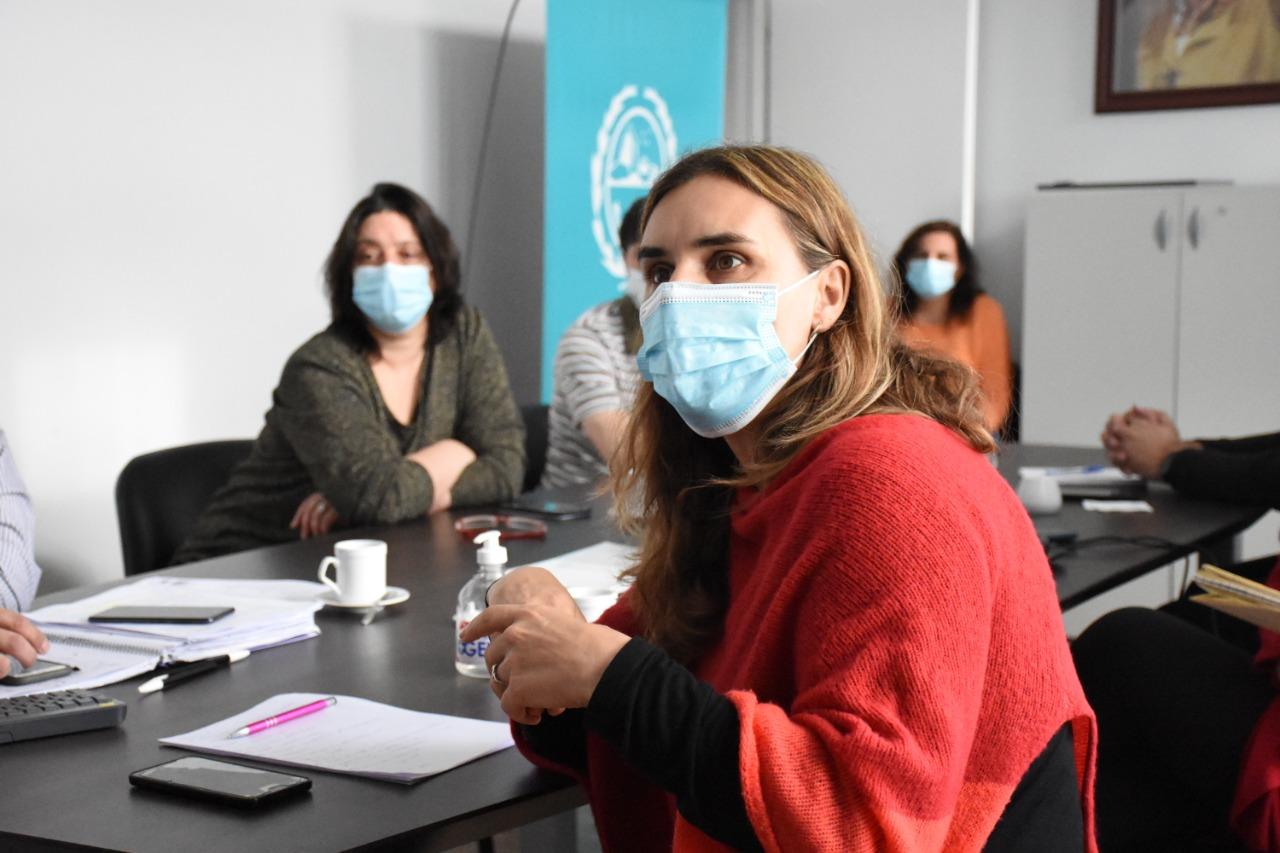 Analía Rearte, reunida con el ministro Claudio García y personal del Ministerio de Salud y Ambiente.