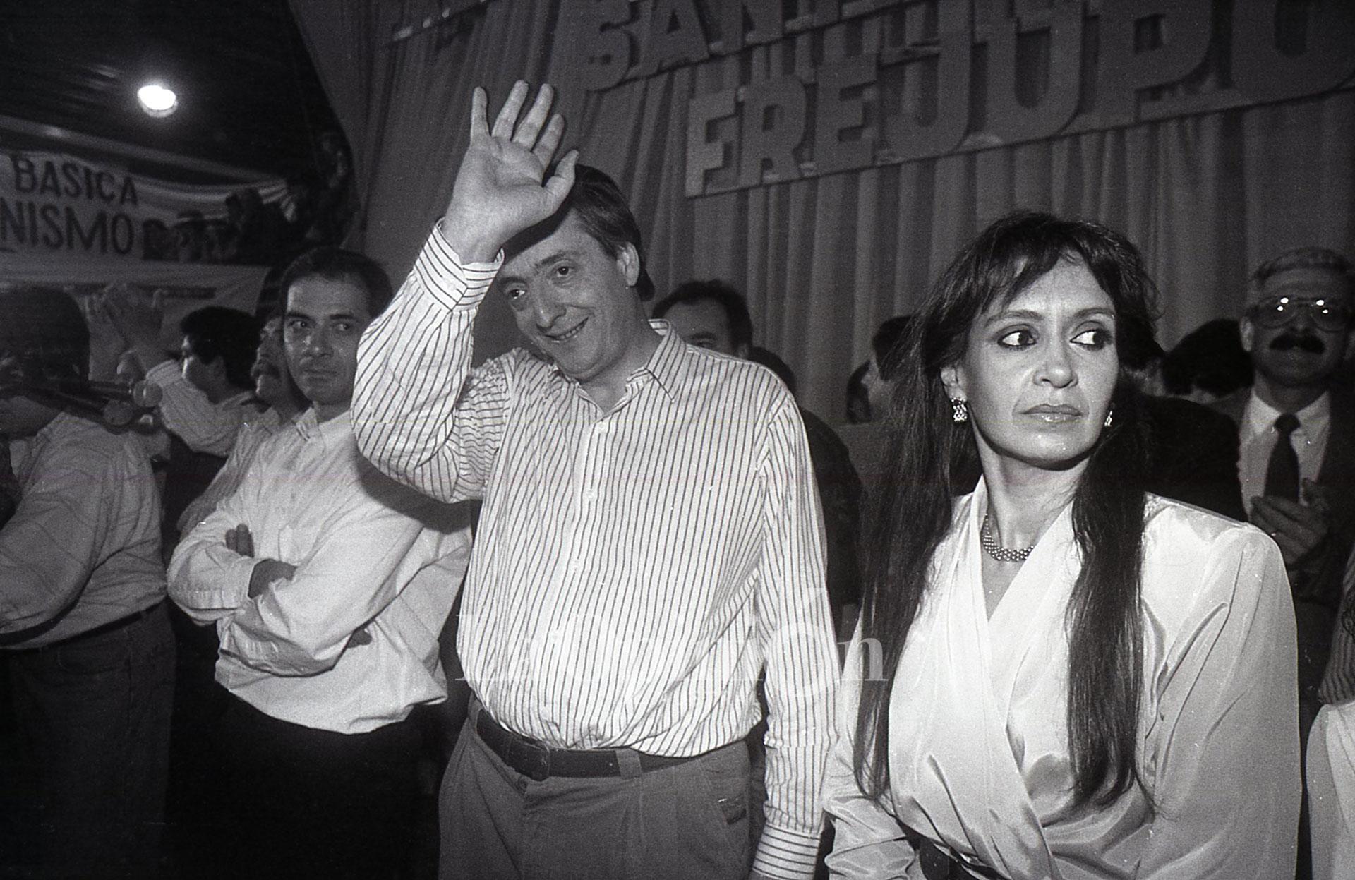 Néstor Kirchner junto a Cristina durante su primera gobernación. FOTO: ARCHIVO LA OPINIÓN AUSTRAL.
