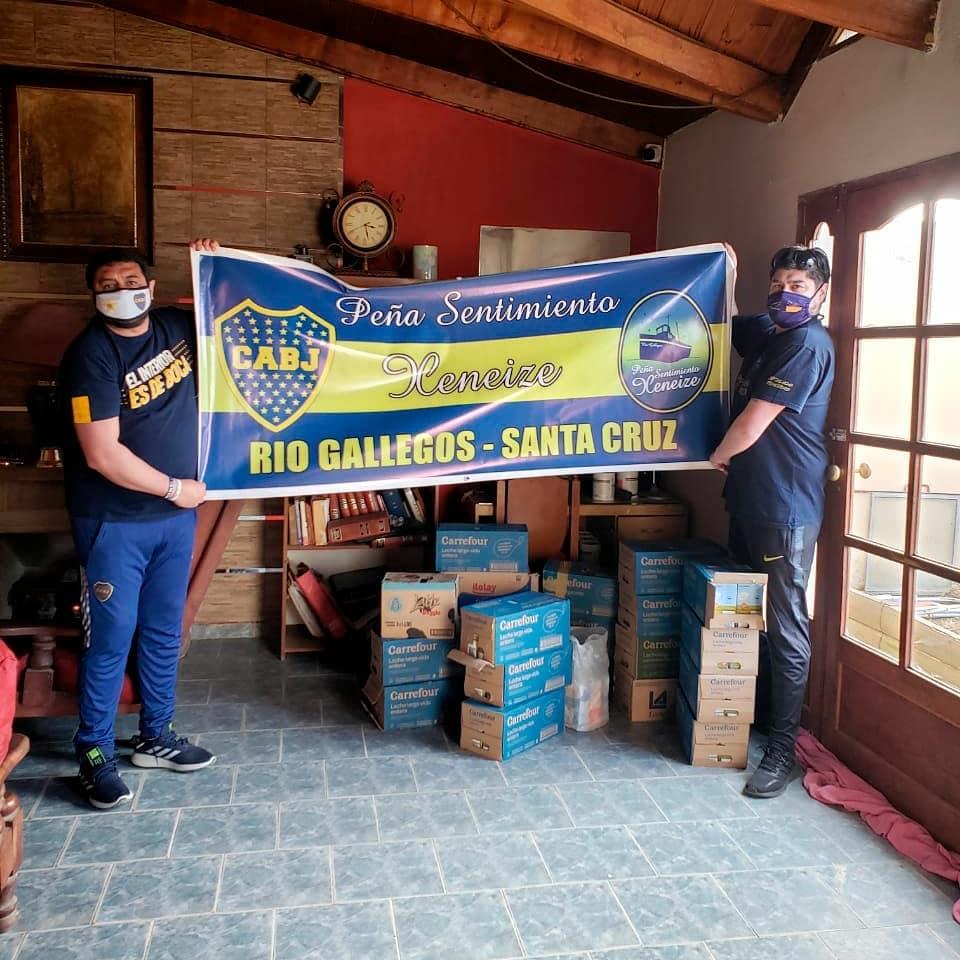 El día que la Peña le hizo entrega 250 litros de leche a Red de Mujeres Solidarias.