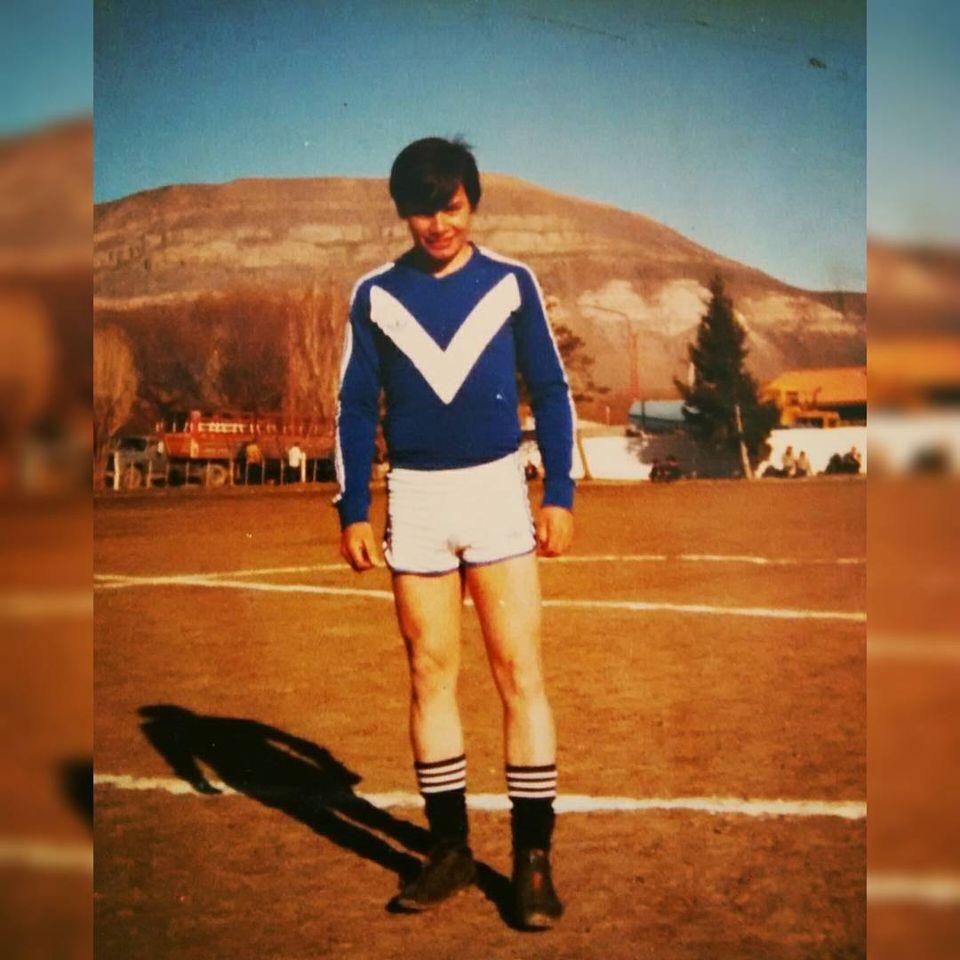 Primeros años como jugador de Primera para el club Lago Argentino.
