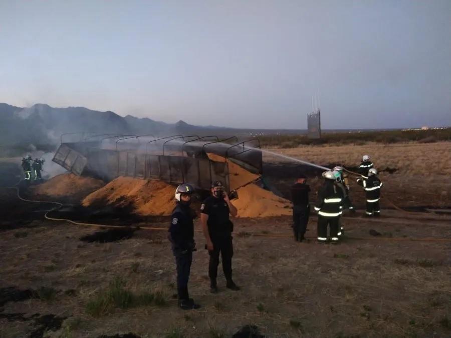 El cuerpo de bomberos trabajó en la ruta. (Foto: Diario Uno)