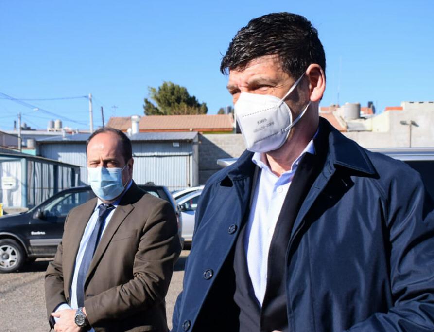 Los secretarios nacionales tras arribar a Caleta Olivia. Foto: David Capitanelli/La Opinión Zona Norte