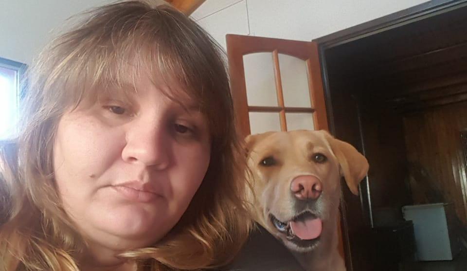 Karina y su fiel compañera