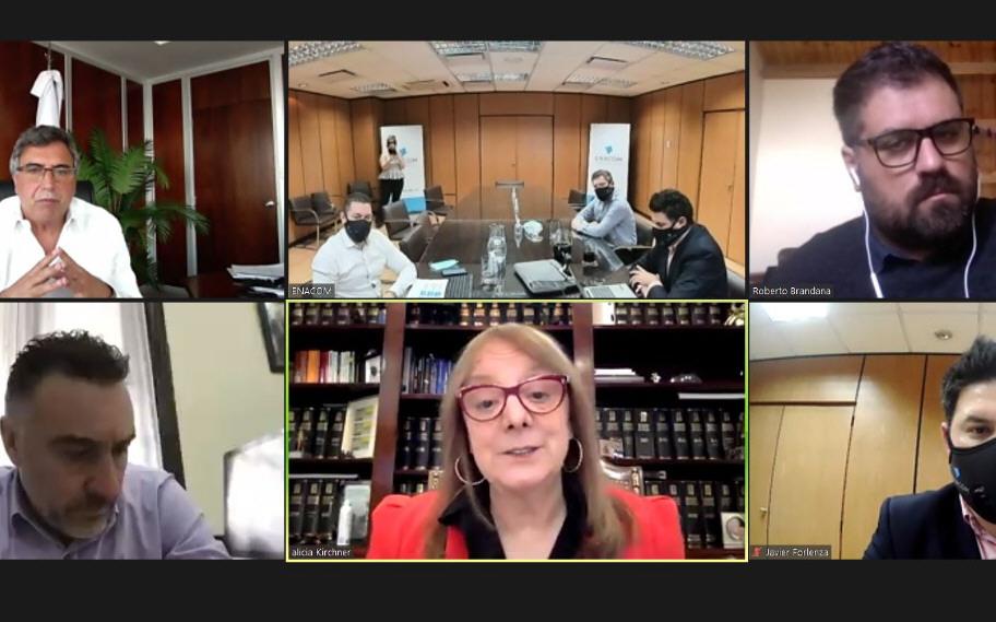 Alicia encabezó la reunión en Santa Cruz y dialogó con funcionarios de la ENACOM.