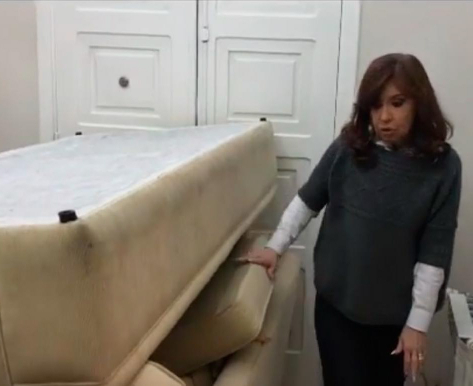 La barricada: Cristina Fernández aseguró las puertas.