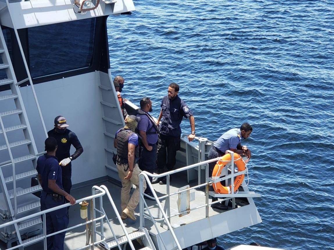 El día de la inspección ingresaron unas 50 personas al buque. 'Nos infectaron el virus', aseguró el capitán.