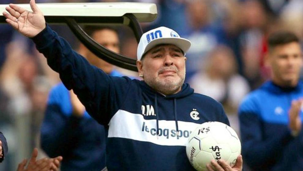 Diego Maradona, entrenador de Gimnasia La Plata.