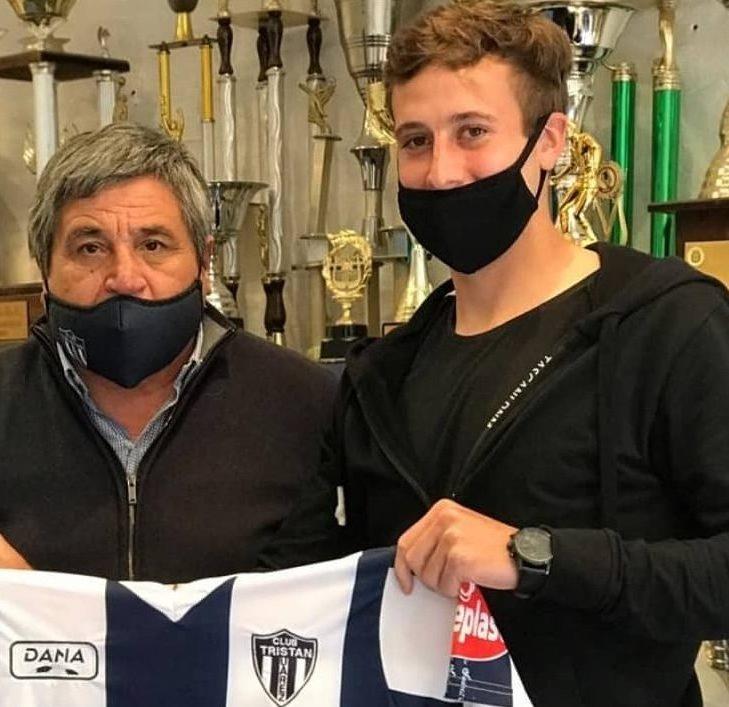 Oscar Vergara, presidente de Tristán Suárez, y Matías Muñoz, futbolista nacido en Río Gallegos.