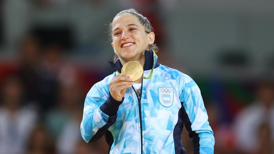Peque dorada: en Río 2016 se calzó la medalla del primer puesto en la categoría hasta 48 kg.