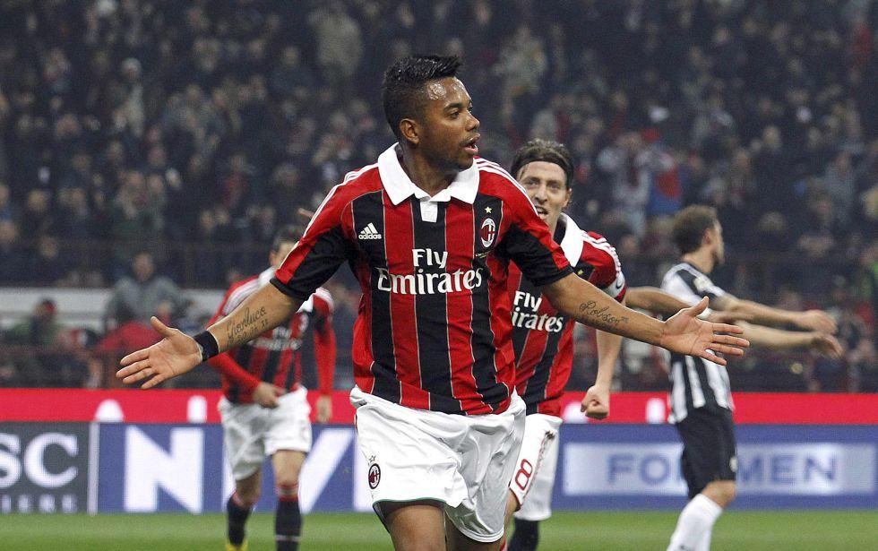 Su paso por el Milan fue del 2010 al 2014.