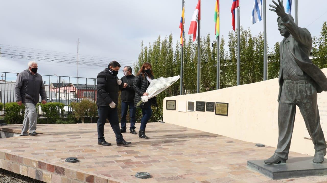 Acto íntimo y breve en el barrio del Carmen de Río Gallegos