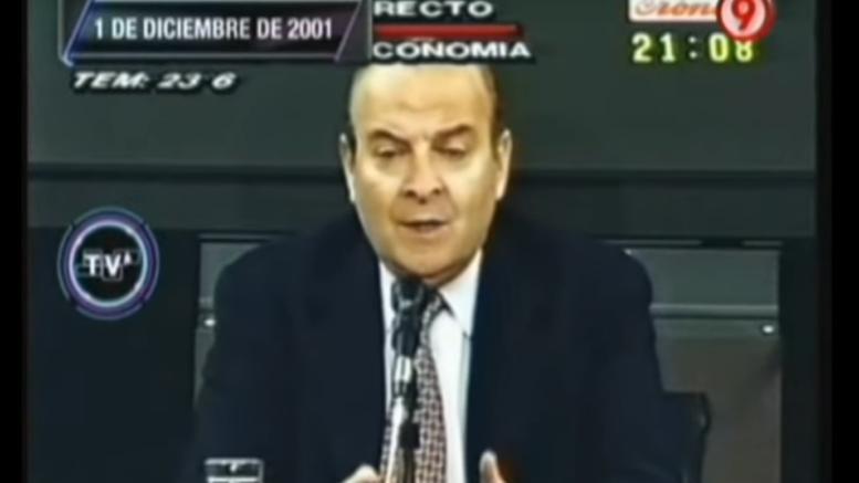 Domingo Cavallo anunciaba el llamado 'corralito' en el 2001, durante el gobierno de Fernando De La Rúa.