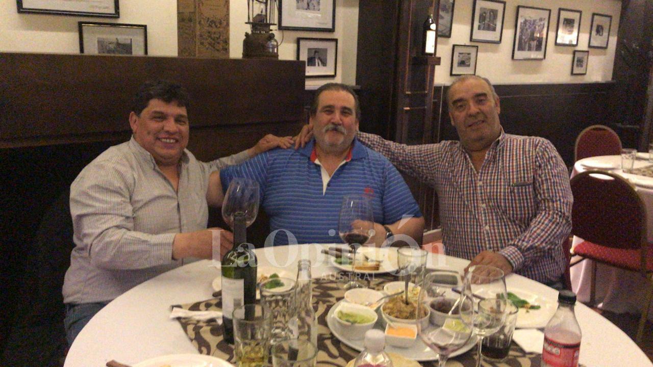 Julio Ciurca, junto a Rudy Ulloa (izquierda) y Miguel Ramirez (derecha). FOTO: JULIO CIURCA