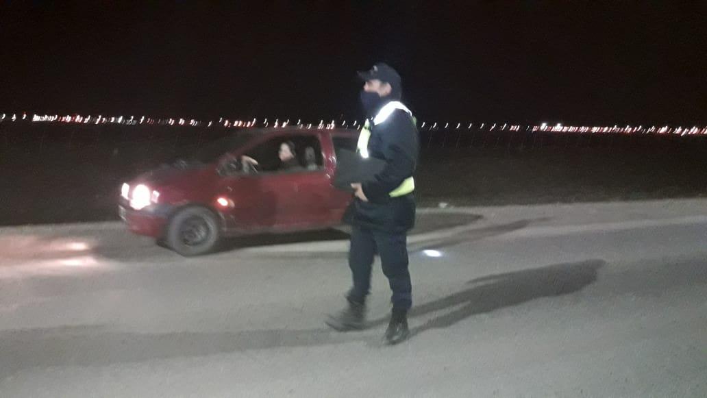 La Policía realizaba controles en el barrio San Benito.