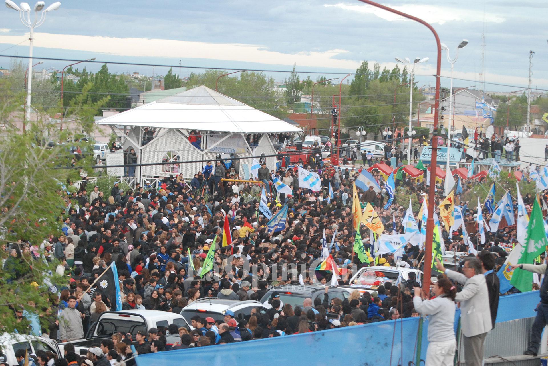 La despedida a Néstor Kirchner en Río Gallegos fue masiva. FOTO: LA OPINIÓN AUSTRAL