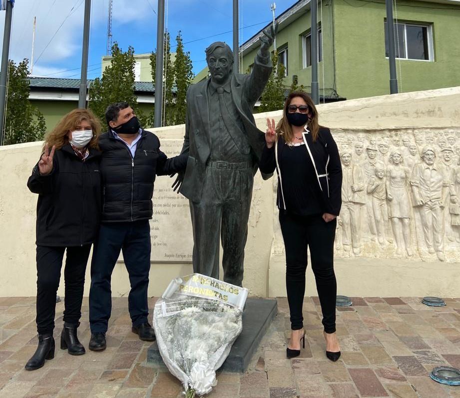 El empresario Rudy Ulloa y la epidemióloga Ana Cabrera, a la derecha