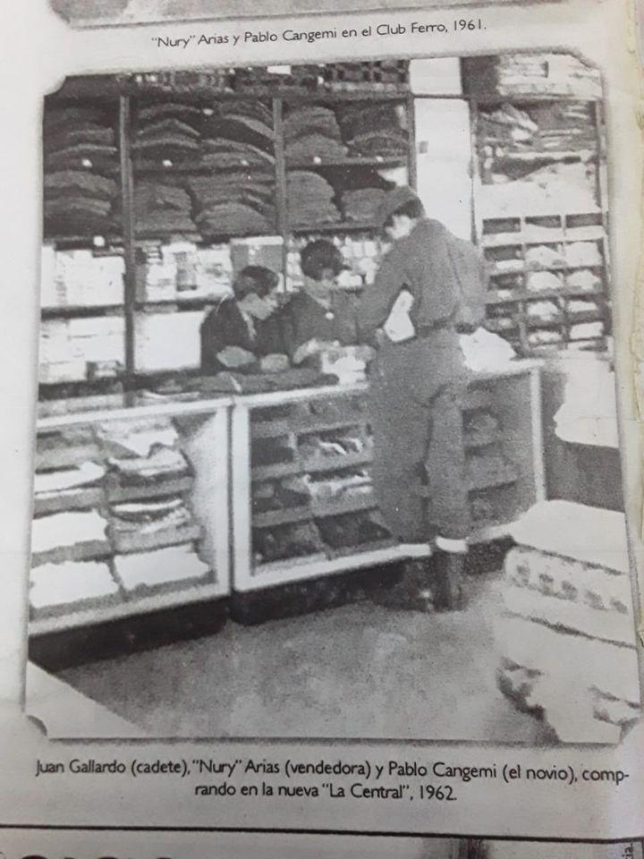 Foto archivo de La Opinión Austral publicada en el suplemento del domingo. Juan Gallardo era cadete de la tienda 'La Central' en el año 1962.