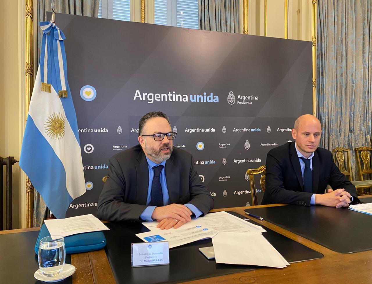 El ministro de Desarrollo Productivo, Matías Kulfas, junto al secretario de la PyME y los Emprendedores de la Nación, Guillermo Merediz, en la videoconferencia con Alicia Kirchner.