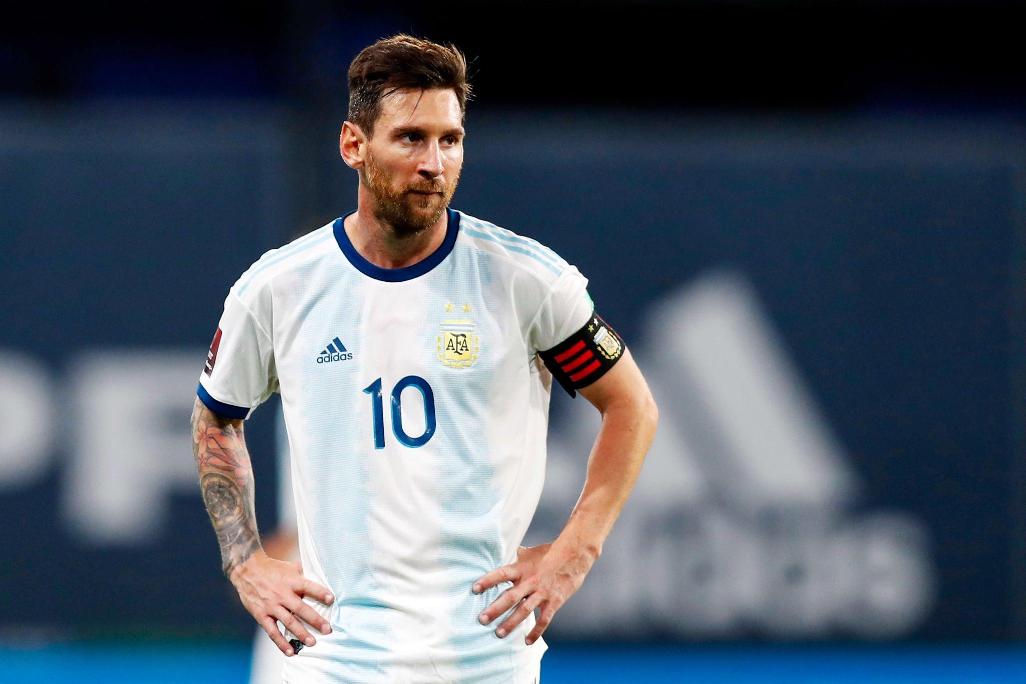 Lionel Messi, con la 10 y la cinta de capitán.